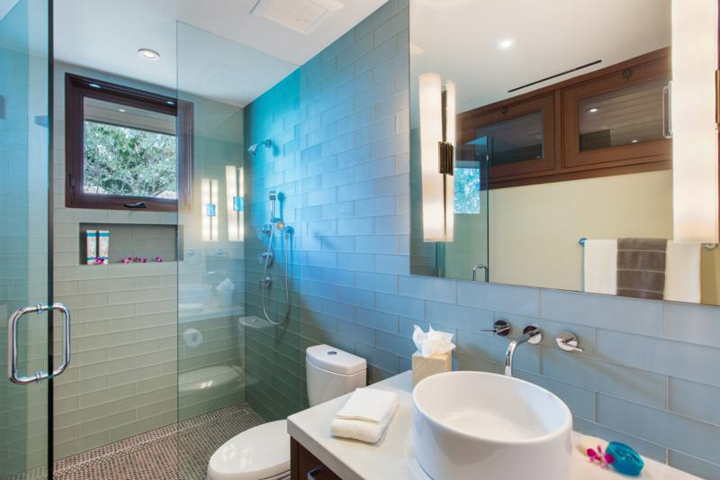 25-essence-of-kailua_guest-bedroom-media-room-bath