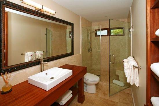 bathroom_shared_lg