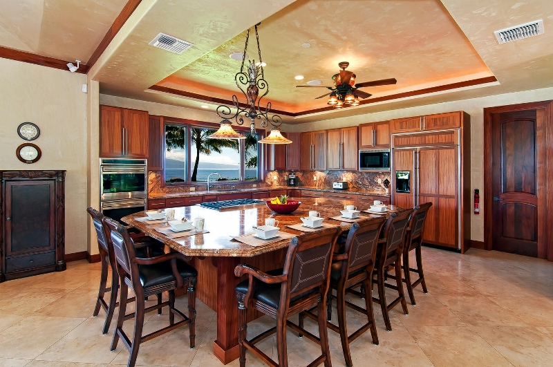 29-pacific-view_kitchen-800x531