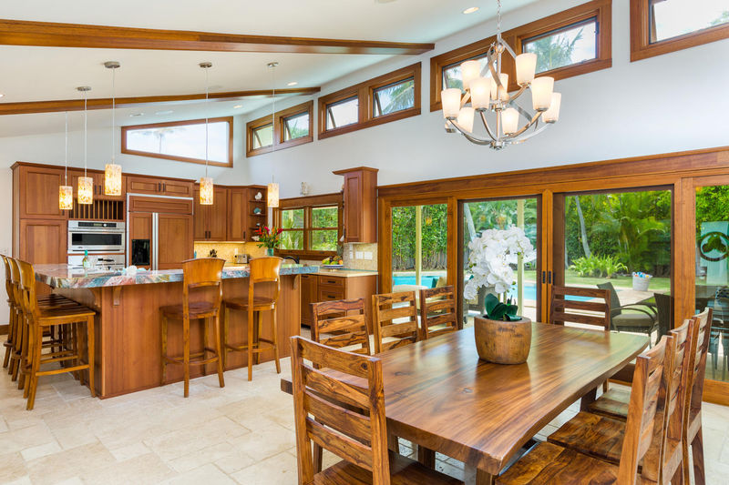 7-hale-niuiki_dining-kitchen1