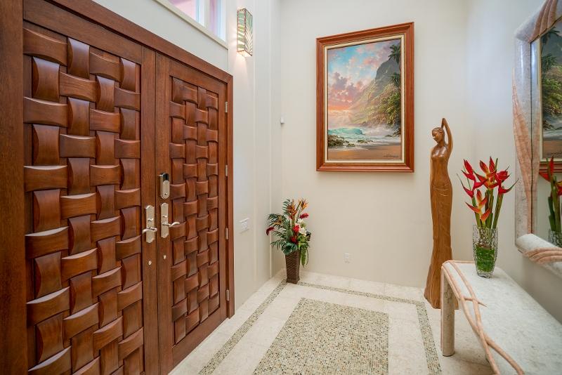 16-hawaiian-estate_entry-doors_dsc09411-800x534