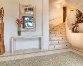 17-hawaiian-estate_entry-stairs_dsc09385-800x534