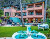 3-hawaiian-estate_evening-table-house1-800x534