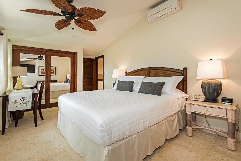 43-hawaiian-estate_bedroom2b_41543-kalanianaole-hwy-large-027-18-dsc-5373-1499x1000-72dpi-800x534
