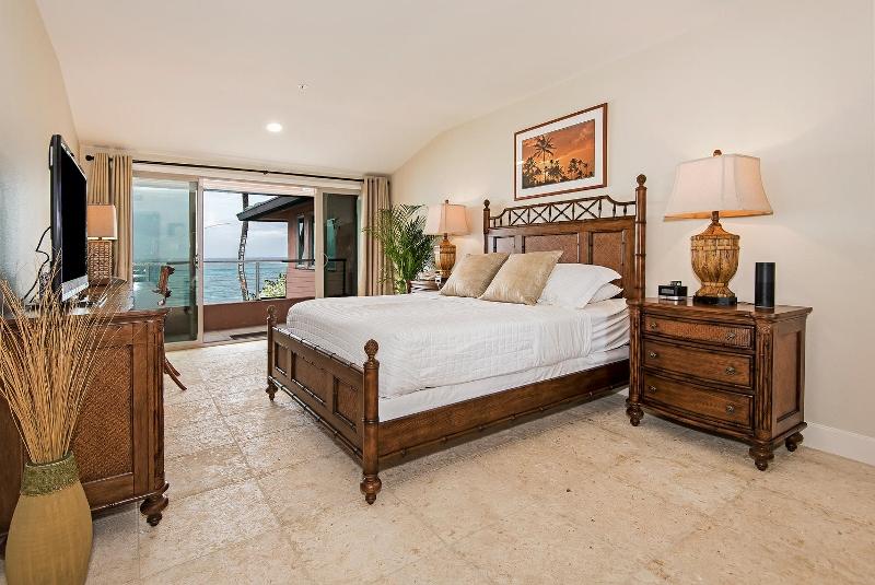 45-hawaiian-estate_bedroom5b_41543-kalanianaole-hwy-large-054-26-dsc-5426-1496x1000-72dpi-800x535