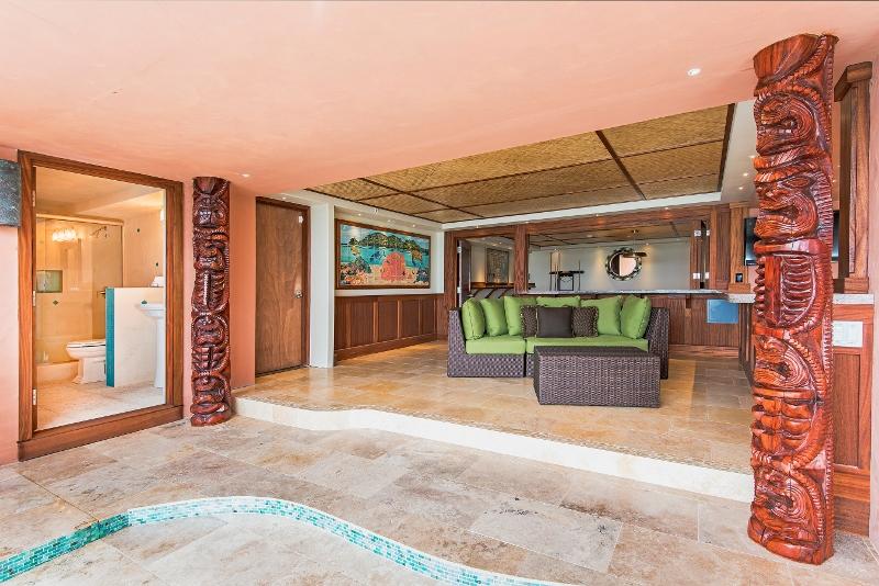 55-hawaiian-estate_lanai_41543-kalanianaole-hwy-print-047-76-54-2700x1802-300dpi-800x534