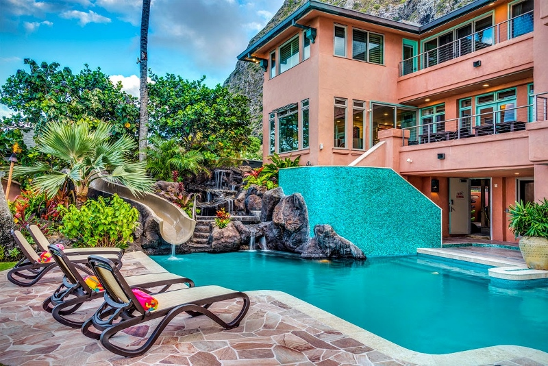 7-hawaiian-estate_evening-pool-house1-800x534