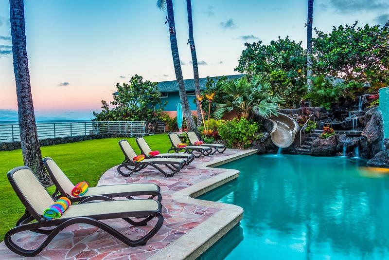 8-hawaiian-estate_evening-pool1-800x534