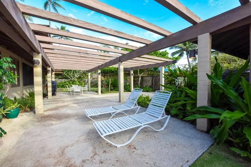 10-serenity-villa_front-sitting-area-800x534