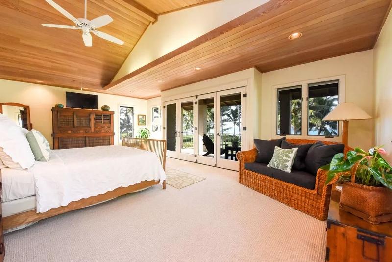19-serenity-villa_master-bedroom3-800x534