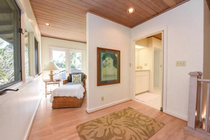 22-serenity-villa_master-bedroom1-800x534