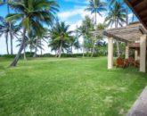 7serenity-villa_yard-to-beach2-800x534