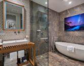 23-seaspirit811_bedroom-king-bath-800x533