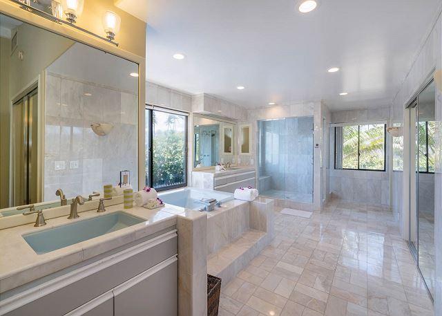 18-ocean-house_master-bath1