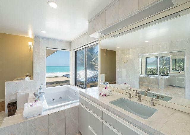 19-ocean-house_master-bath2