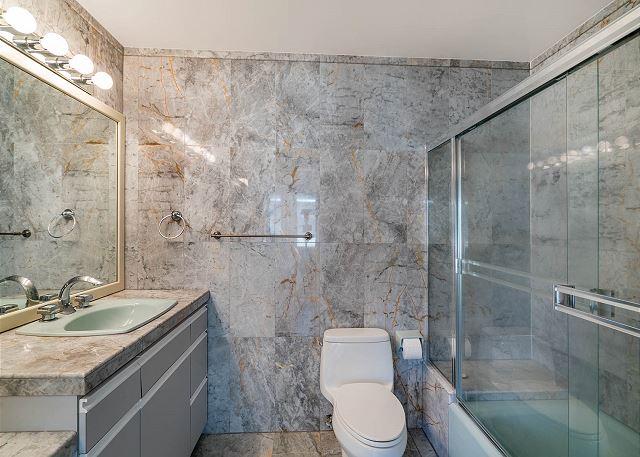 22-ocean-house_bath2
