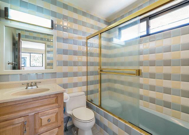 24-1-ocean-house_bath3