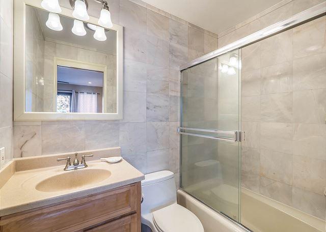 29-1-ocean-house_bath1
