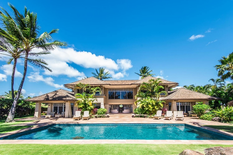 1 Hawaiiana Hale_pool to house (800x534)