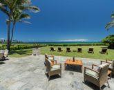 11-luxury-oasis_lanai-and-grass-800x534