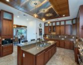 16-luxury-oasis_kitchen-800x534