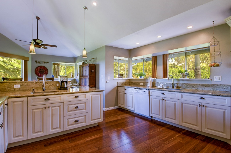 17-princeville-golf-villa_kitchen2-800x531