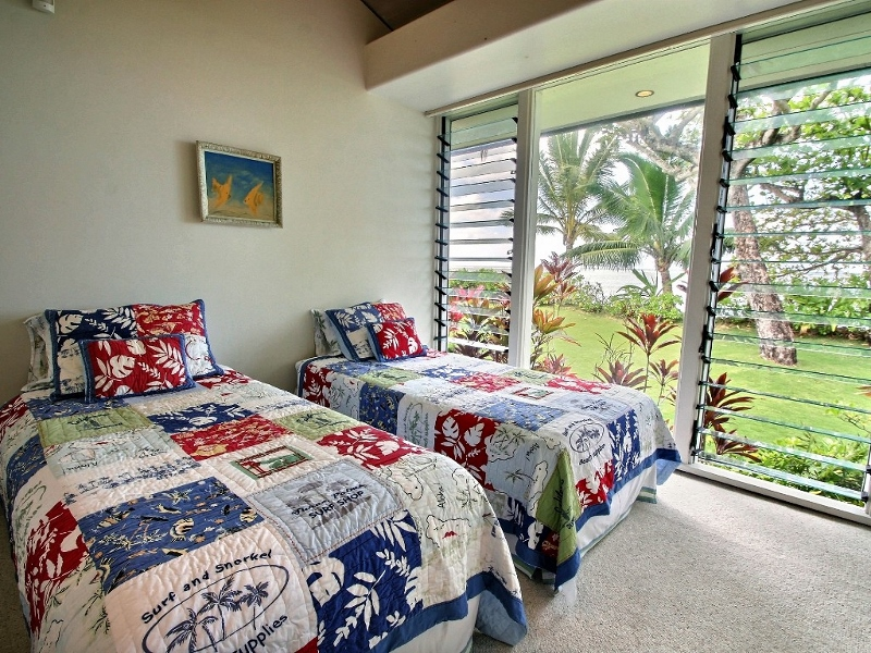 18-anini-beachfront_bedroom3-800x600