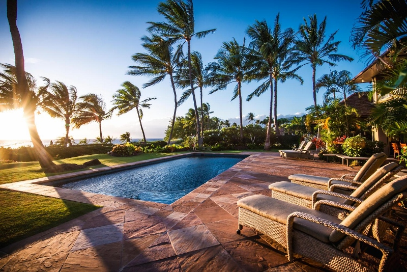 2-hawaiiana-hale_pool1-800x534