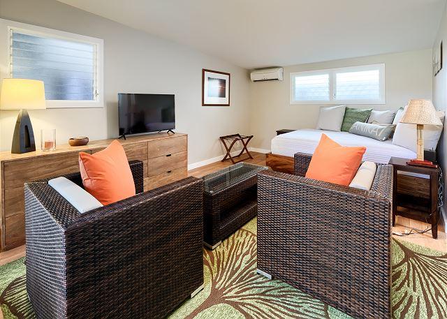 22-hale-mokulua_cottage-bedroom5