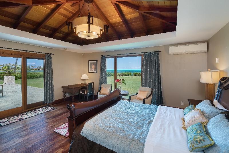 23-luxury-oasis_bedroom1-800x534