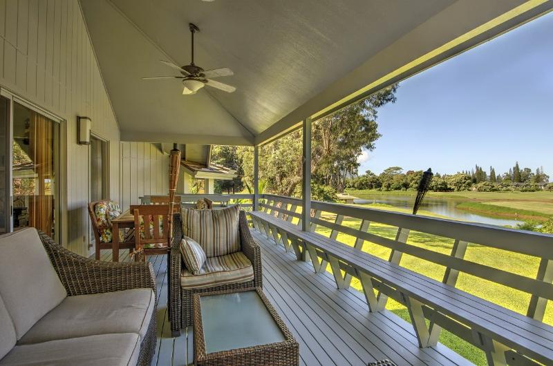 3-princeville-golf-villa_upper-lanai-800x530