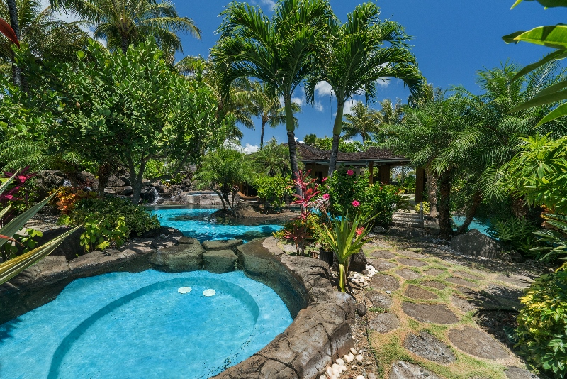 6-luxury-oasis_pool-800x534
