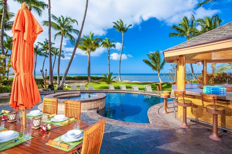 1 Moana Hideaway_pool cabana dining (800x532)
