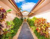 10-moana-hideaway_front-entry-800x532