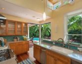 11-tropical-retreat_kitchen-800x570