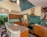 12-tropical-retreat_kitchen2-800x571