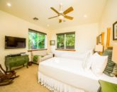 15-moana-hideaway_bedroom-3-twins-or-king-altview-800x533