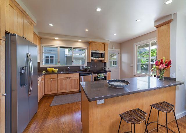 15-mokulua-cottage_main-house-kitchen