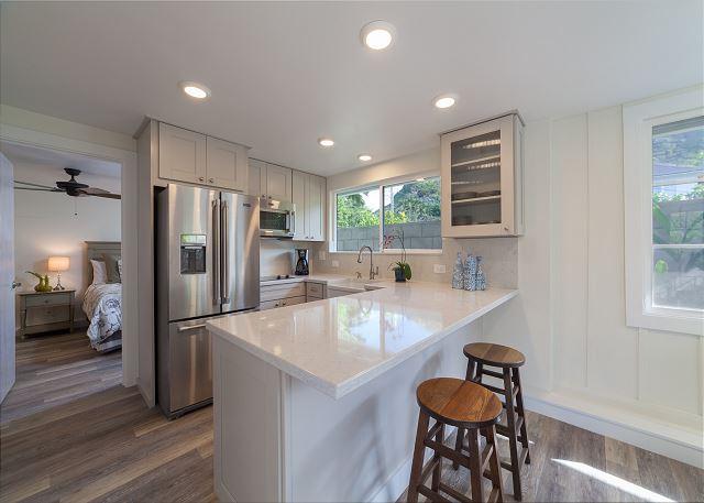23-mokulua-cottage_cottage-kitchen-to-bedroom