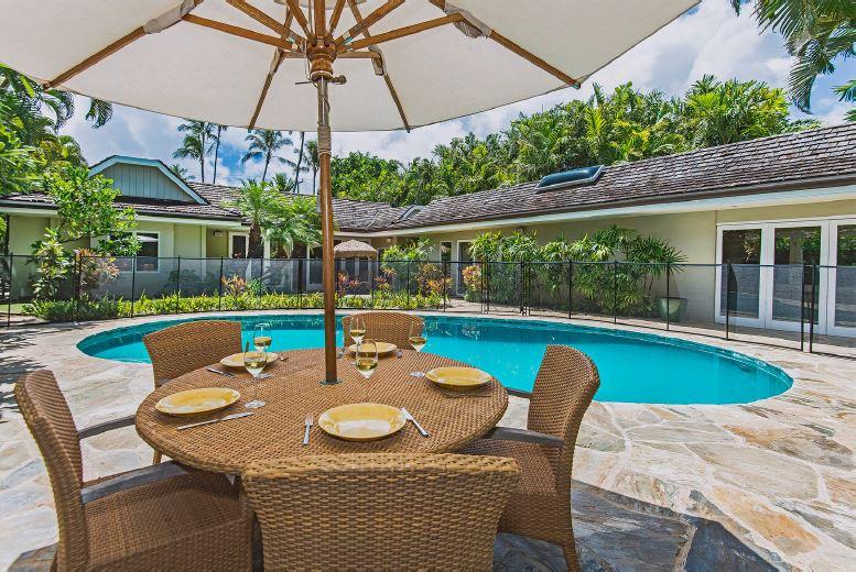 3-kahala-oasis_pool-dining