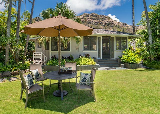 5-mokulua-cottage_lawn-table