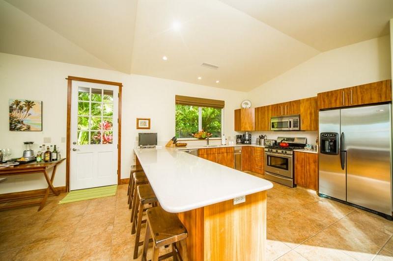 9-moana-hideaway_kitchen-800x532
