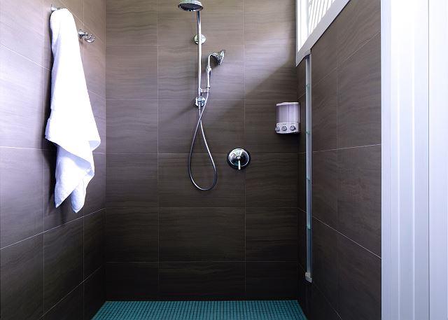 18-lanikai-getaway_shower