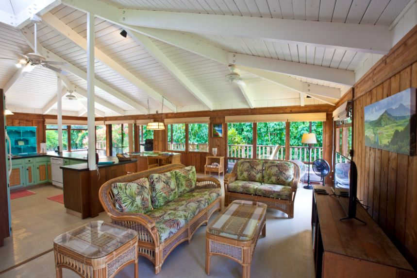 22-luana-beachfront-cottage_open-living-kitchen