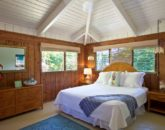 25-luana-beachfront-cottage_bedroom2