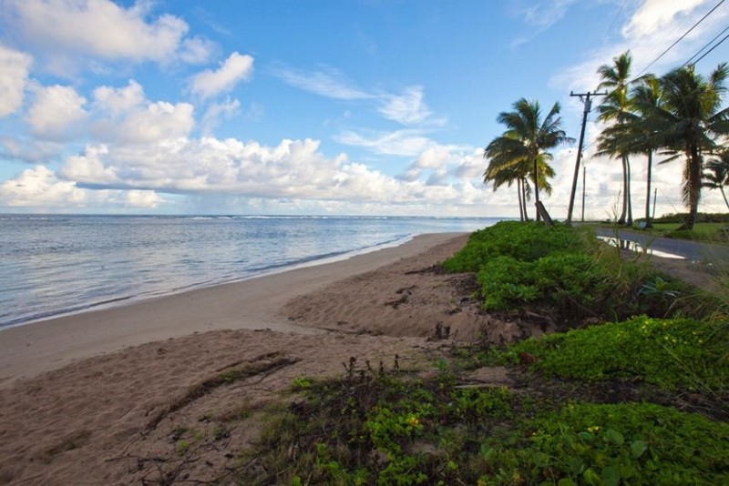 5-anini-ohana_beach-looking-east-800x534