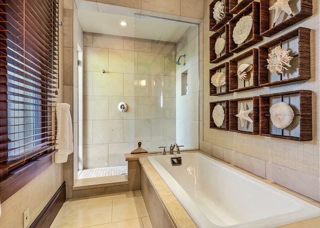 18-hualalai-oasis-estate_master-bath2