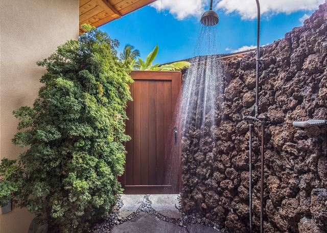 20-hualalai-vista-estate_outdoor-shower-640x457