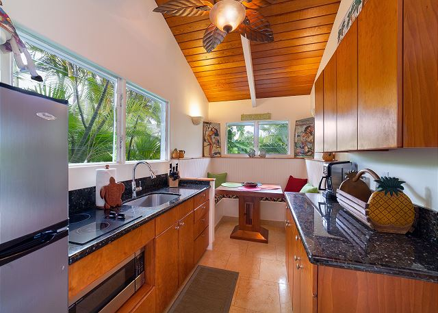 10-kailua-tropical-oasis_kitchenette