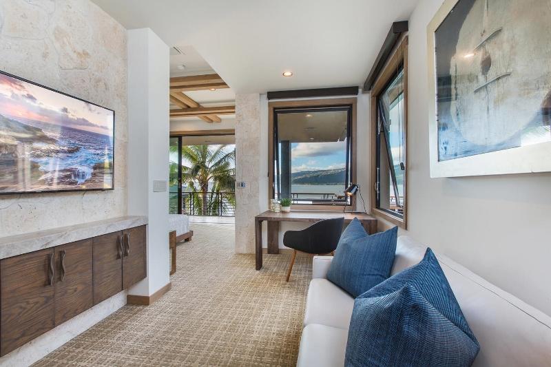 35-ocean-estate_bedroom-2-sitting-800x533